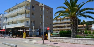 Apartaments Gibert is a self-catering accommodation located in Sant Antoni de Calonge. Free WiFi access is available.