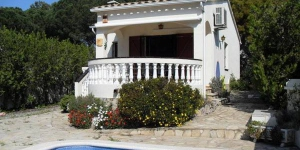 This detached holiday home with private pool is located on the forest edge. in the beach resort L Escala.