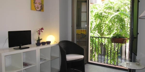 Apartaments El Refugi del Carme features air-conditioned studios and apartments. It is located in central Girona, 300 metres from the cathedral and 50 metres from the town hall.