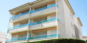 Newly built apartment in the town center of Estartit and 75 meters from the beach. .