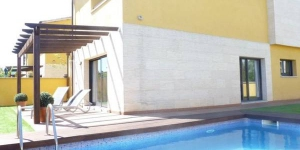 Townhouse located in residential area of ​​Sant Pere Pescador. only 1.