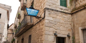 The Bellmirall is located in the center of Girona's Old Town, just 110 yards from the cathedral. The simple rooms have private bathrooms, and there is a free Wi-Fi hotspot.