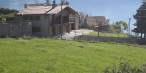 Apartamentos Cal Rum is a 100-year old house located in Campelles, 6 km from Ribes de Freser and Vall de Núria mountain railway. Set within a natural setting, it offers apartments with balcony.