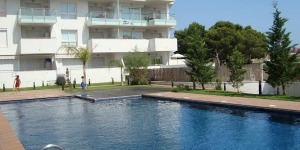 Apartment Aquamarina is modern  5 storey apartment block, built in 2007. It is located 2 km from the centre of Roses, in a sunny position, 1 km from the sea.