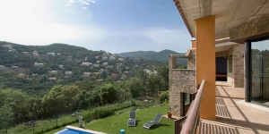 Holiday home Mas Pere I Calonge is 2 houses that are connected internally into a 10-room house 800 m2 on 3 levels. The accommodation has a swimming pool with children's pool and Jacuzzi.