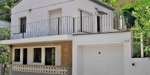 Urb Sant Miquel Colera is a simple 2-family house, 2 storeys. On the outskirts, 800 m from the centre of colera, in a quiet position, 1 km from the sea.