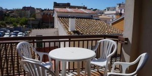 Located 300 metres from L'Escala Beach, CB4R Apartments Masferrer is set in the town centre. It offers apartments with a furnished terrace and balcony, 1.