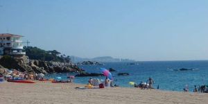 Apartment C.Ciutat de Palol is a self-catering accommodation located in Platja d'Aro.