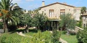 Offering a shared garden, a private terrace and free bikes, Casa Rural Can Ginesta offers 2 and 3 bedroom country houses in Sant Feliu de Boada. Costa Brava beaches are a 10-minute drive away.