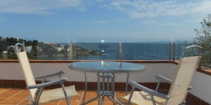 Offering a private terrace with sea views, J&V Diaz Pacheco 2 is a self-catering apartment located in Roses, 200 metres from the beach. Free parking is available onsite.