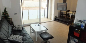 Soggiorna nel cuore di Roses  Set 400 metres from the beach in central Roses, J&V Gravina 2 is a modern apartment with a private balcony. This 2-bedroom property offers 2 bathrooms and a well-equipped kitchen.