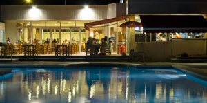 Featuring a restaurant, bar and shared outdoor swimming pool, Apartaments Joncar Mar are located in a campsite in Roses, just 100 metres from the beach. Wi-Fi is offered for a small surcharge.