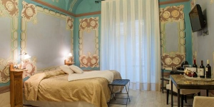 Situated in the Costa Brava town of Begur, this restored 19th-century house features original decorative ceilings and frescoes. Hotel Classic Begur offers air conditioned rooms with flat-screen TV, free Wi-Fi and balconies.