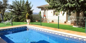 Offering an outdoor pool, Hostalrica is located in Maçanet de la Selva. WiFi access is available in this holiday home.