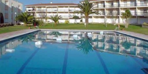 Located in Calella de Palafrugell, Apartment Costa Brava I offers an outdoor pool. Accommodation will provide you with a balcony.