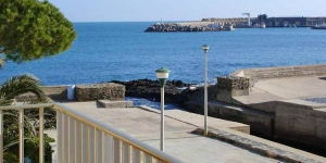 Apartment Embarcadero I is a self-catering accommodation located in Llanca. There is a full kitchen with a microwave and an oven.