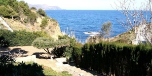 Apartment Roura is a self-catering accommodation located in Llanca. There is a full kitchen with an oven and a refrigerator.