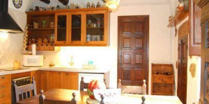 Holiday home Can Prats is located in Lloret de Mar. There is a full kitchen with a dishwasher and a microwave.