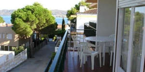 Apartment Roldan Carbonera is a self-catering accommodation located in Llanca. There is a full kitchen with a microwave and an oven.