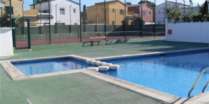 Offering an outdoor pool, Holiday home Jas is located in L'Escala. The accommodation will provide you with a balcony.