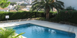 Located in Llanca, Apartment Keroulas offers an outdoor pool. There is a full kitchen with a refrigerator.