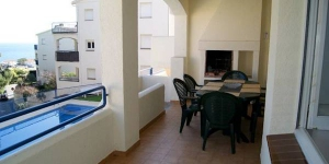 Apartment Juery is a self-catering accommodation located in Llanca. There is a full kitchen with a microwave and an oven.