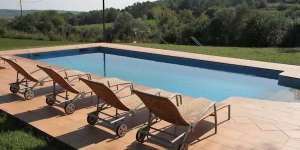 Located in Vilademuls, Apartment Mas Guitart - Gregal offers an outdoor pool. There is a full kitchen with a microwave and an oven.