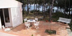 Holiday home Gaspar is located in Llanca. There is a full kitchen with a dishwasher and a microwave.
