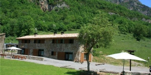 Holiday home Can Soler Les Teules is located in Ogassa. There is a full kitchen with a microwave and a refrigerator.