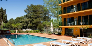 Picasso Hotel is 1300 ft from La Gola Beach, on the Costa Brava. It offers free Wi-Fi and a swimming pool.