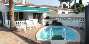 Offering an outdoor pool, Palau is located in L'Escala. The accommodation will provide you with a seating area.