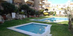 Stay in the Heart of Lloret de Mar  Located 100 metres from Lloret de Mar Beach, Apartamento Punta Marinera offers a shared outdoor pool and lawn area. The apartment is air conditioned and has a washing machine.