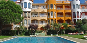 Located in Empuriabrava, Apartment Empuriabrava 2 offers an outdoor pool. The property is 2.