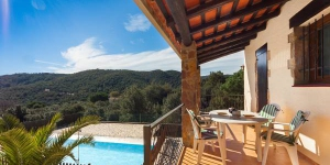 Located in Calonge, Villa Calonge 2 offers an outdoor pool. There is a full kitchen with a dishwasher and a microwave.