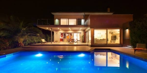 Located in Santa Cristina d'Aro, Villa Santa Cristina d'Aro offers an outdoor pool. This self-catering accommodation features WiFi.
