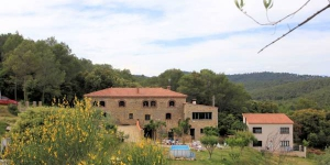 Offering a garden, an outdoor free standing pool and a fitness centre, Mas Campmol country house is surrounded by nature, 3 km from Cistella. There is free Wi-Fi throughout.