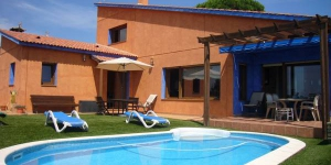 Featuring a private pool, Villa Jovitta is situated 5 km from the centre of Lloret de Mar. It offers accommodation with air conditioning, heating, and free WiFi.