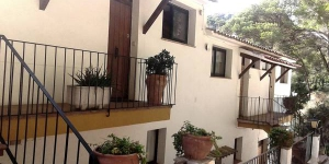 Apartment Sa Tuna 2 is a self-catering accommodation located in Begur. There is a full kitchen with a microwave and a refrigerator.