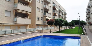 Located in Lloret de Mar, Apartment Apt mika offers an outdoor pool. This self-catering accommodation features WiFi.