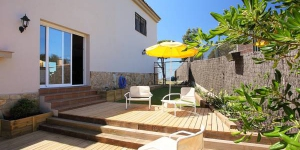 Located in Blanes, Villa Libertad offers an outdoor pool. There is a full kitchen with a dishwasher and a microwave.