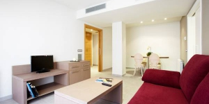 Figueres Apartments are set in the center of Figueres, just a 10-minute walk from the famous Dalí Museum. These stylish, well-equipped apartments have flat-screen TVs with satellite channels.