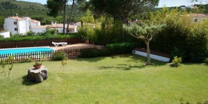 Offering an outdoor pool, Costabravaforrent Masramon is located in L'Escala. Free WiFi access is available in this holiday home.
