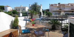Three-Bedroom Holiday Home Empuriabrava Girona 1 is located in Empuriabrava. The accommodation will provide you with a terrace.