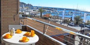 Two-Bedroom Apartment Torroella De Montgrí Girona 4 is a self-catering accommodation located in L'Estartit. The property is 100 metres from Medes Islands Marine Reserve.