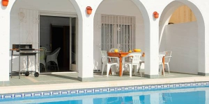 Located in Empuriabrava, Three-Bedroom Villa Empuriabrava Girona 2 offers an outdoor pool. The property is 1.