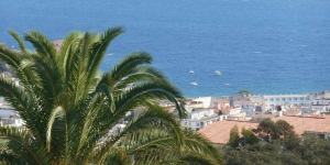 Holiday home Tossa de Mar *LVII * is located in Tossa de Mar. There is a full a kitchenette with a microwave and a refrigerator.