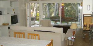 HomeRez – Apartment Carrer Del Treumal is a self-catering accommodation located in Platja d'Aro. Accommodation will provide you with air conditioning.