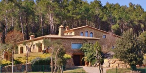 Located in Peratallada, Mas de les Serres offers an outdoor pool. This self-catering accommodation features free WiFi.