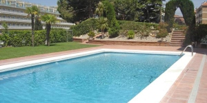 Situated in Lloret de Mar, a 5-minute walk from the beach, Apartments Fenals Park includes a communal pool and offers fully equipped apartments and studios. The accommodation includes a sofa bed and dining table.
