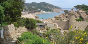 Apartment Lets Holidays Tossa de Mar Bernats offers free WiFi, air conditioning and a furnished terrace. Located in Tossa de Mar the apartment is 1 km from Tossa de Mar Castle.
